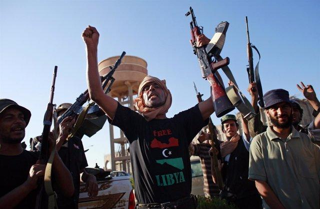 Rebeldes Libios Celebran La Toma De Otra Ciudad Al Oeste De Trípoli