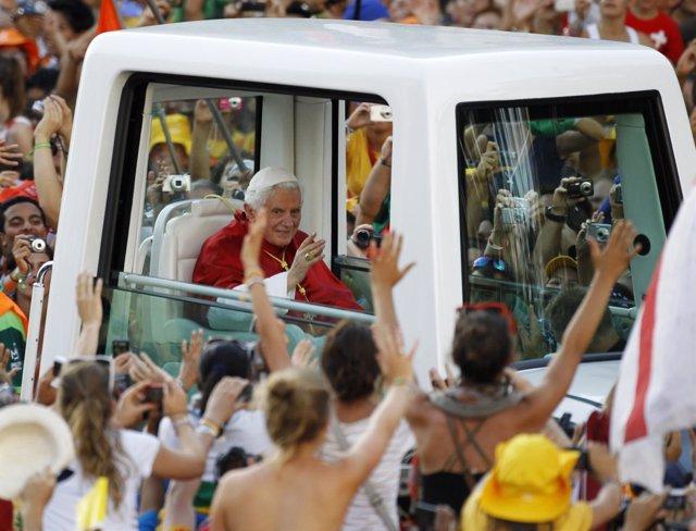 El Papa Recorre En Papamóvil Las Calles De Madrid Durante La JMJ 2011