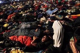 Miles de peregrinos despiertan en Cuatro Vientos tras pasar la noche al raso