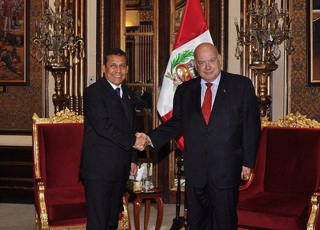El Presidente Peruano, Ollanta Humala, Con Líder De La OEA, José Miguel Insulza.