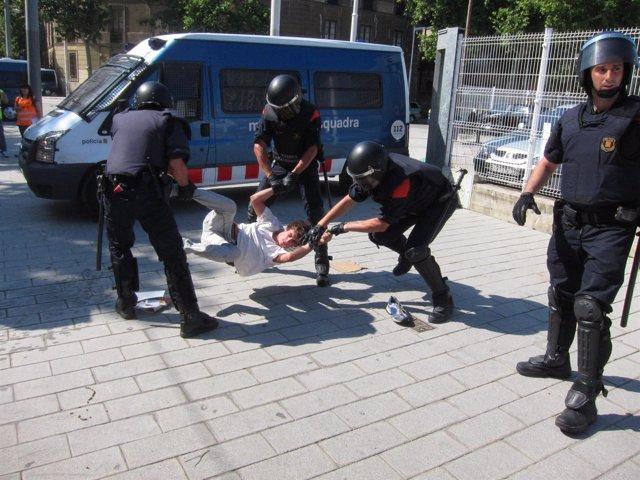 Detenidos Por El Bloqueo Al Parlamet Mossos