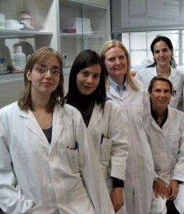 La Doctora Dolores Corella (Segunda Por La Izquierda) Con Parte De Su Equipo De