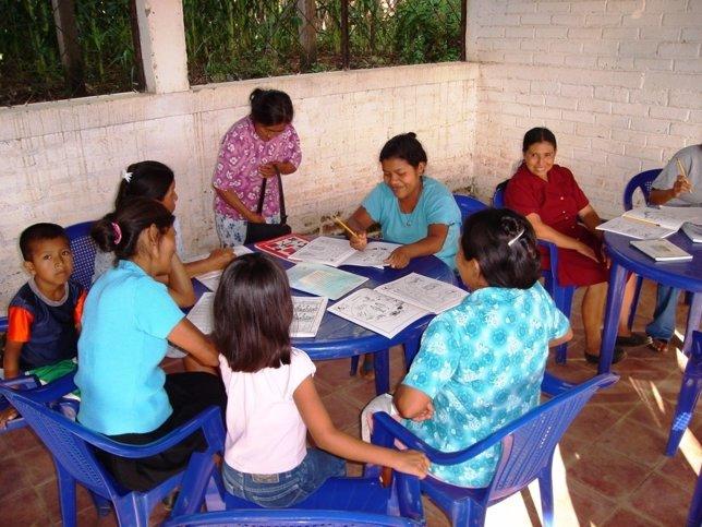 Formación Para Niños Y Adultos. Manos Unidas