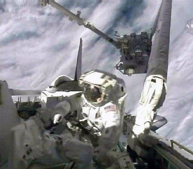 Comienza el primer paseo espacial de los astronautas del Endeavour