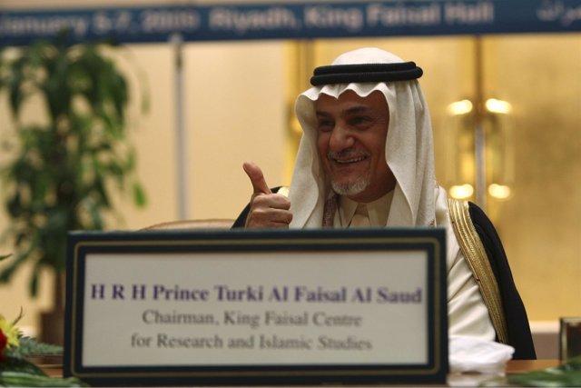 El Príncipe Saudí Turki Al Faisal, Ex Enviado Del País Árabe A Washington