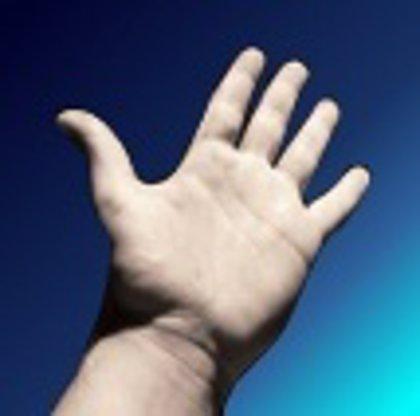 Traumatólogos del Marañón tratan lesiones de la mano con incisiones de 0,5 milímetros