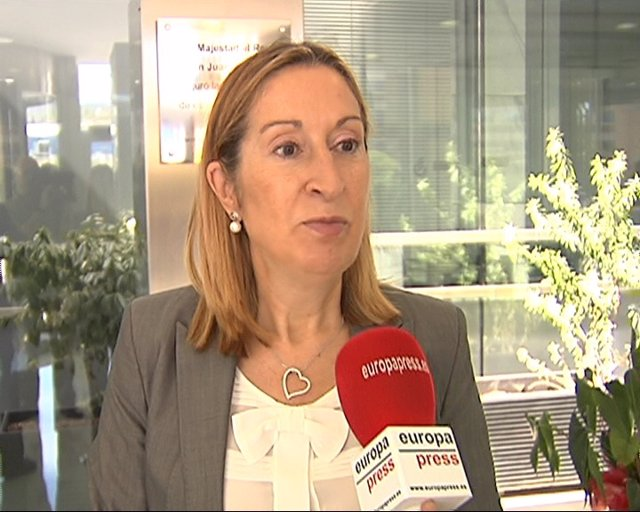 Ana Pastor Visita Almirall