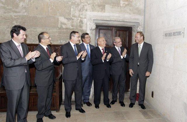 Fabra Descubre La Placa En Presencia De Los Rectores Y Císcar.