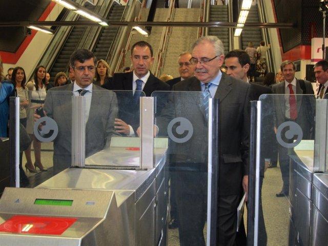 Los Presidentes De Renfe Y De Vodafone Prueban El Sistema De Pago Por Móvil Por