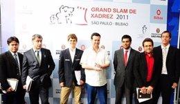 El Alcalde De Sao Paulo Con Los Seis Jugadores De La Final De Maestros