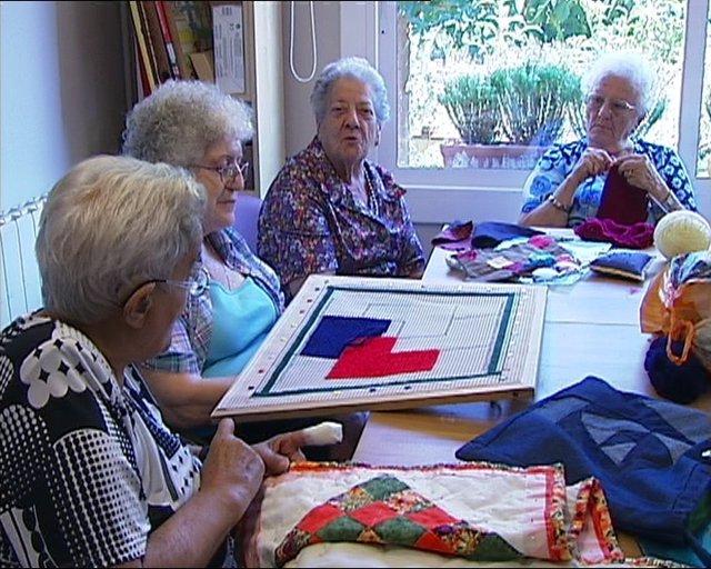 Ancianos En Una Residencia Geriátrica En Alella
