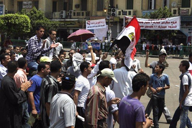 Manifestantes En La Plaza Tahrir De Egipto