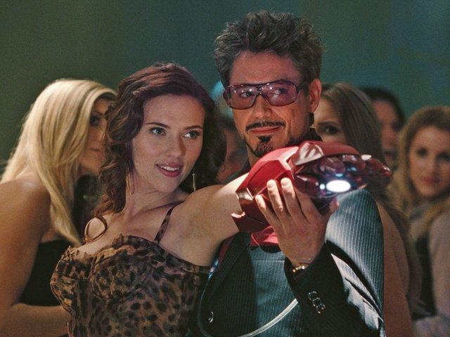 Scarlett Johansson Y Robert Downey Jr. En Iron Man 2