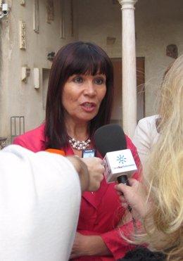 La Consejera Para La Igualdad, Micaela Navarro, Atiende Hoy A Los Medios