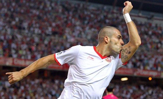 Negredo Celebra Un Gol Con El Sevilla