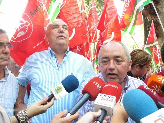 Francisco Carbonero Y Manuel Pastrana En Una Concentración En Sevilla