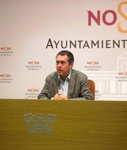 El Portavoz Del Grupo Socialista En El Ayuntamiento De Sevilla, Juan Espadas