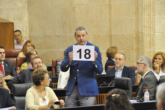 El Consejero De Educación, Francisco Álvarez De La Chica, En El Parlamento