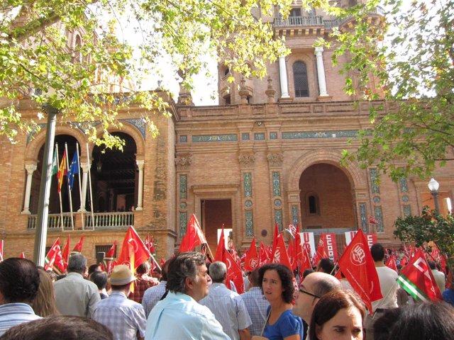 Concentración De CCOO Y UGT En La Subdelegación Del Gobierno En Sevilla
