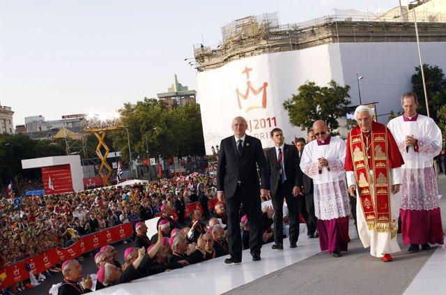 Benedicto XVI Llega A Cibeles En La Jornada Mundial De La Juventud