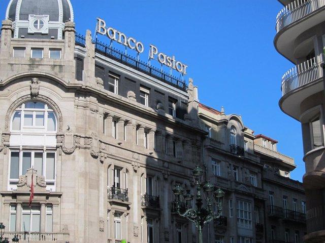 Fachada De Una De Las Sedes Del Banco Pastor