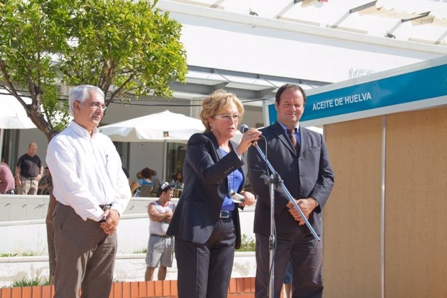 La Presidenta De La Diputación De Huelva, Petronila Guerrero, En Faro.