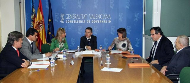 Castellano Con Expertos Que Presentan Alegaciones