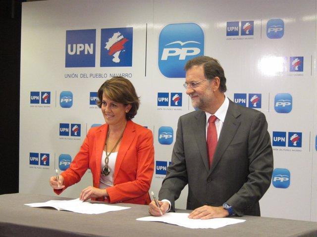 Yolanda Barcina Y Mariano Rajoy, Firmando El Acuerdo UPN-PP Para El 20N.
