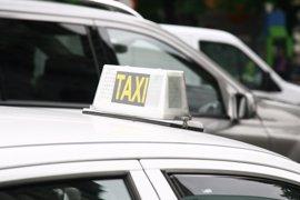 Asociaciones de Consumidores valoran que taxis suban por debajo del IPC pero recelan de la tarifa de servicio telefónico