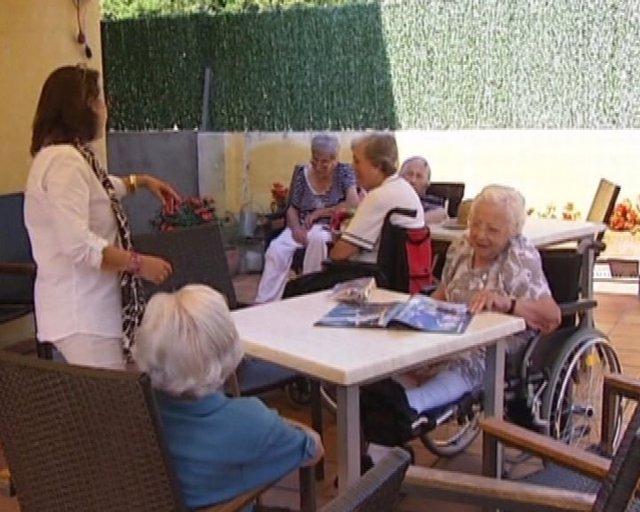 Familiares de ancianos catalanes lamentan recortes