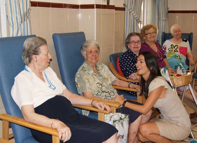 Rosario Soto Visita A Los Mayores De La Residencia La Milagrosa