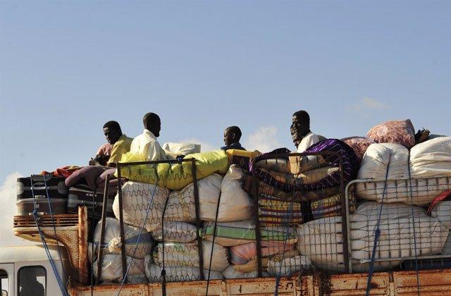 Los Civiles En Sirte Huyen De La Falta De Alimentos Y De Los Combates