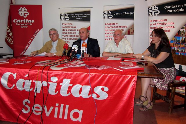 Rueda De Prensa De Presentación De Memoria Cáritas Sevilla 2010
