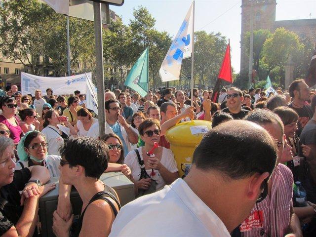 Protesta De Sanitarios Ante La Sede Del ICS