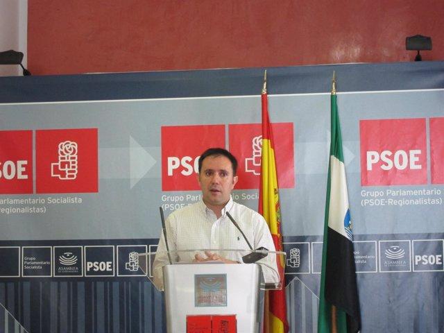 El Diputado César Ramos