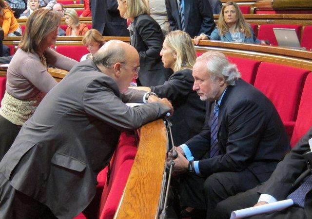 El Conseller Boi Ruiz Dialoga Con El Diputado Antoni Fernández Teixidó