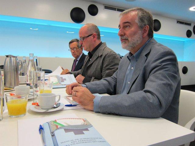 Los Doctores Gil Y De Juanes Durante El Desayuno Organizado Por ANIS
