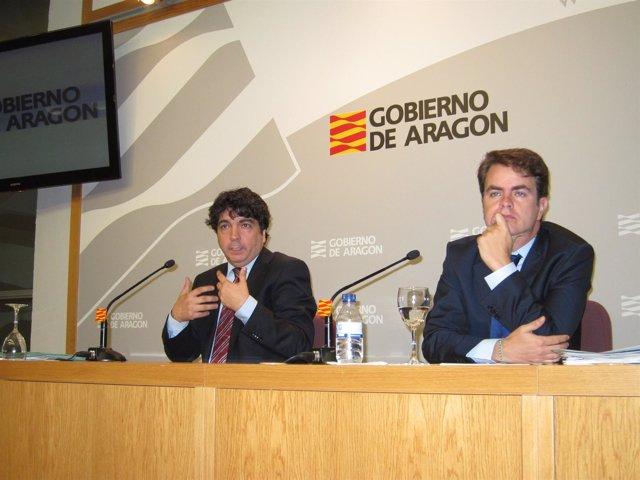 Los Consejeros Mario Garcés Y Roberto Bermúdez De Castro En La Rueda De Prensa