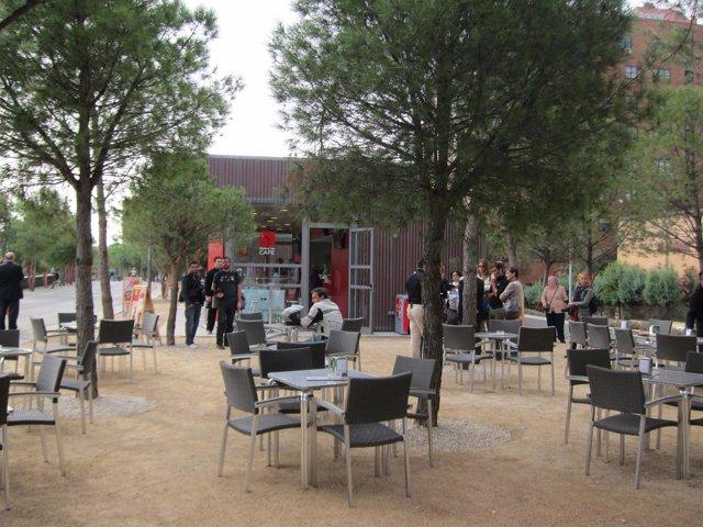 Abre Un Nuevo Kiosco Cafetería Con Vistas Junto Al Puente De