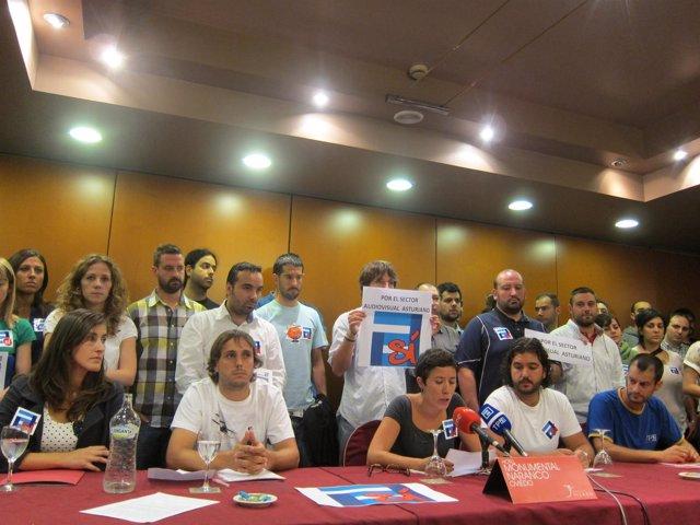 Trabajadores De La RTPA Durante La Rueda De Prensa.