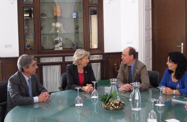 Díaz Trillo Con La Directora De La UICN En La Consejería De Medio Ambiente