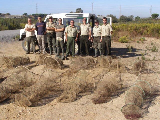 Agentes De Medio Ambiente De Huelva En El Estero Domingo Rubio