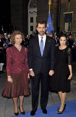 La Reina, El Príncipe y Doña Letizia en los Premios Príncipe de Asturias 2010