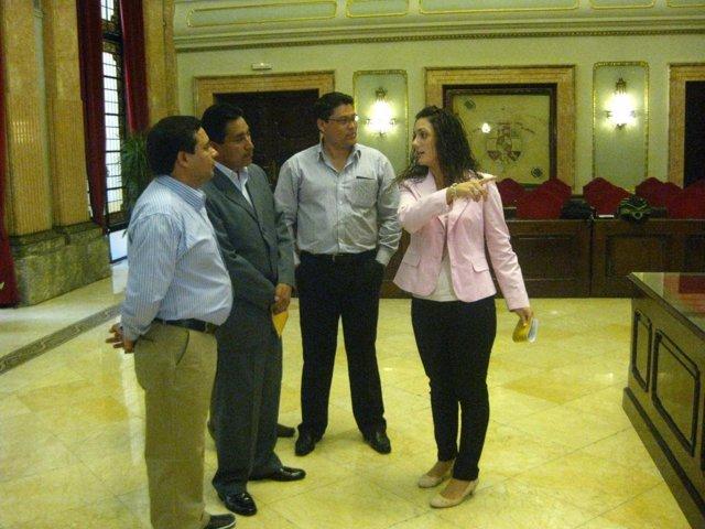 Barquero Con Delegación De Alcaldes De Cantones De Ecuador