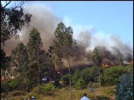 El fuego que empezó el sábado en Castro Escuadro (Maceda) se descontroló y afecta a espacio Red Natura 2000