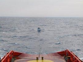 Salvamento Marítimo escolta y auxilia a las embarcaciones fondeadas La Restinga