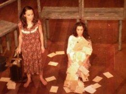 Escena De La Obra 'Cartas De Las Golondrinas'