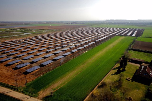 Foto Parque Solar De Tortona, Construido Por OPDE