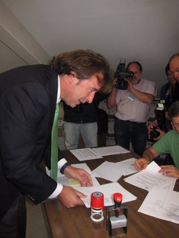 Francisco Rodríguez Argüeso Registra La Candidatura Del PP Cántabro Al 20N