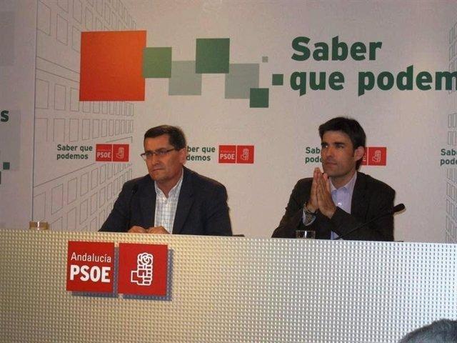 El Secretario De Organización Del PSOE De Granada, José Entrena (Izq.)